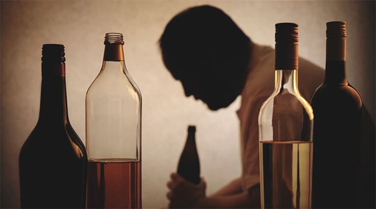 Người nghiện rượu không được điều trị giảm đau, hạ sốt bằng thuốc Protamol