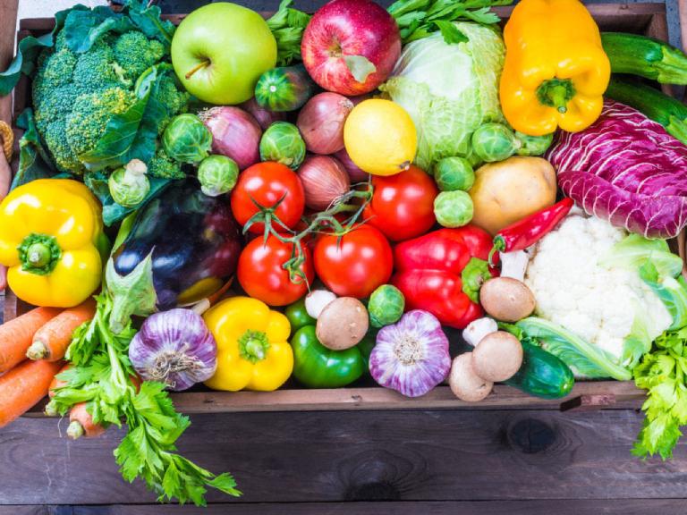 Ăn uống đầy đủ các chất dinh dưỡng, có lối sống lành mạnh, lao động và nghỉ ngơi hợp lý,... là những cách để phòng tránh bệnh suy thận.