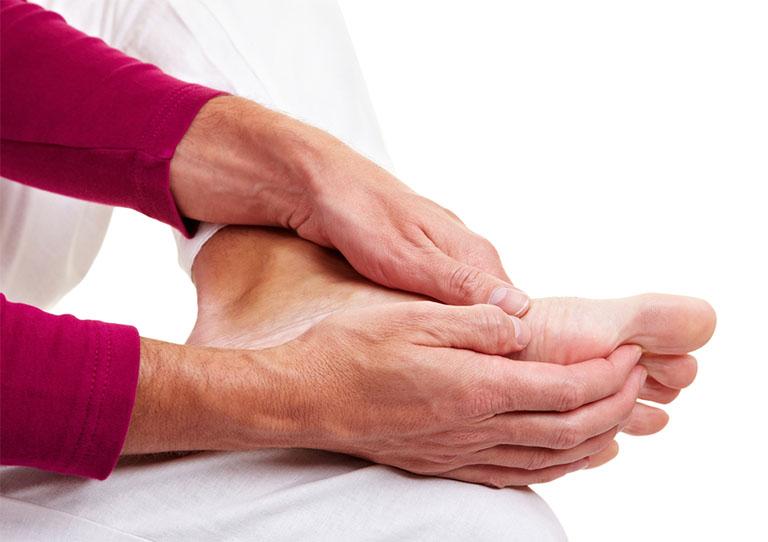 Tê tay chân là bệnh gì