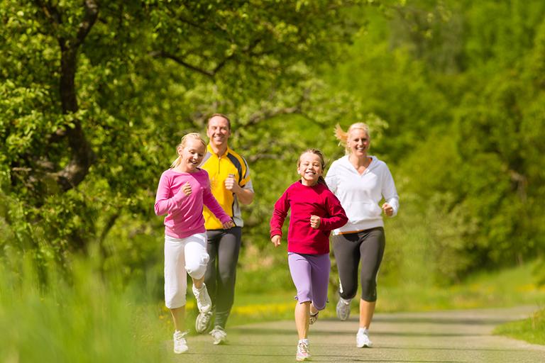 Đi bộ và chạy bộ giúp giữ cân nặng ở mức hợp lý