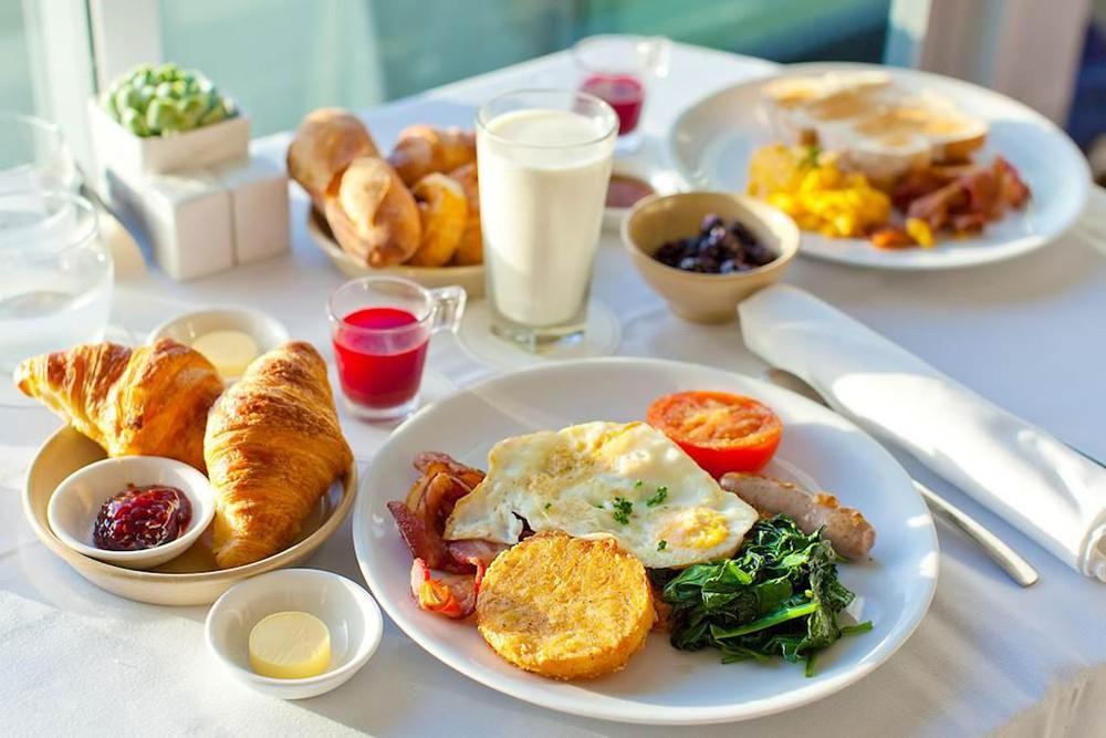 thực phẩm không nên ăn vào buổi sáng