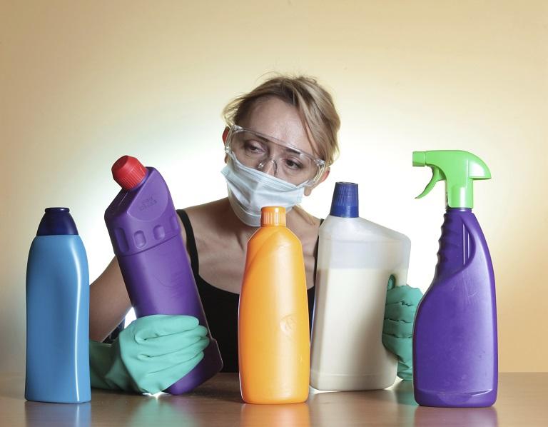 Tránh tiếp xúc với hóa chất độc hại