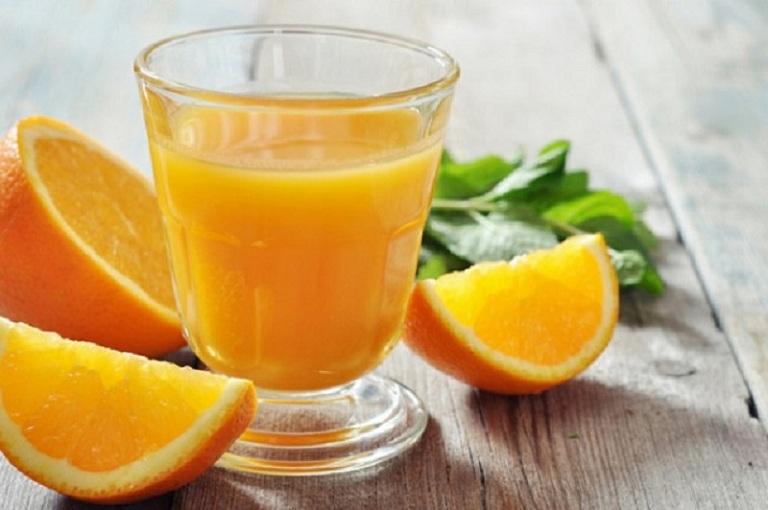 Người bị trào ngược dạ dày không nên uống nước cam