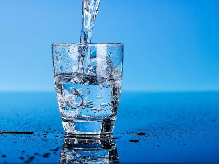 Trào ngược dạ dày uống nước gì