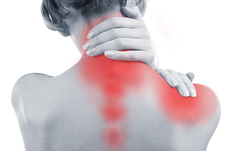 đau nhức vai là dấu hiệu vôi hóa cột sống