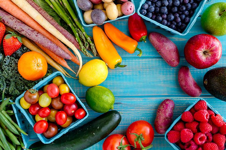 Ăn nhiều trái cây và rau quả tươi rất tốt cho những người bị ung thư bàng quang