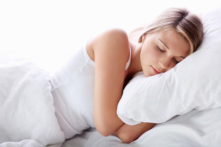 Tìm một chiếc gối phù hợp giúp ngăn ngừa tình trạng vẹo cổ khi ngủ dậy
