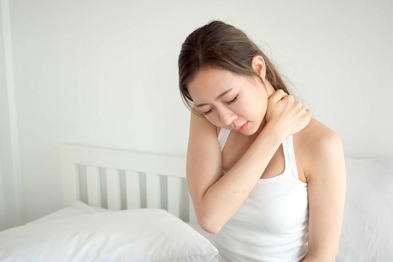 Vẹo cổ khi ngủ dậy và các biện pháp giảm đau