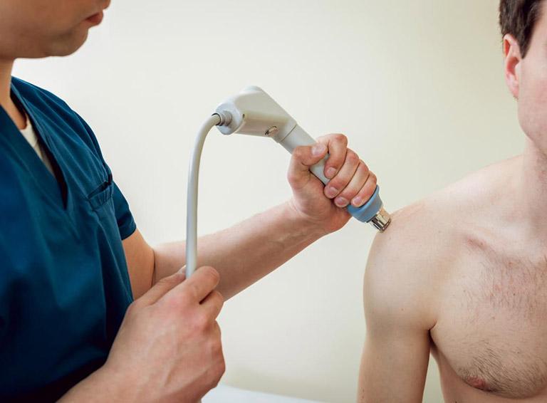 điều trị bệnh viêm gân vôi hóa ở trong vai