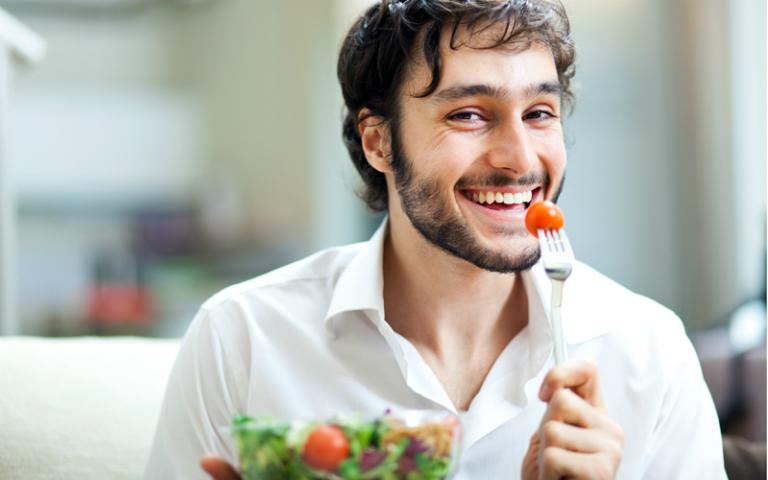 Phòng ngừa bệnh viêm khớp háng bằng cách duy trì chế độ dinh dưỡng hợp lý, sinh hoạt thường ngày lành mạnh.