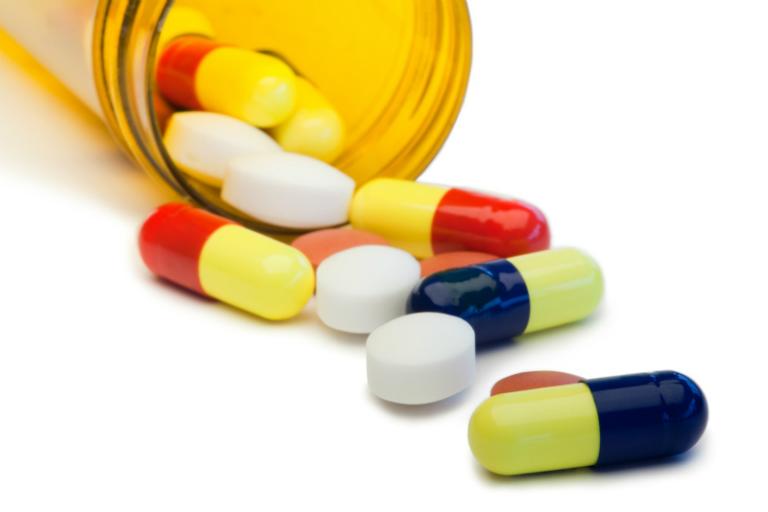 Bệnh nhân có thể điều trị viêm khớp háng bằng thuốc tây.