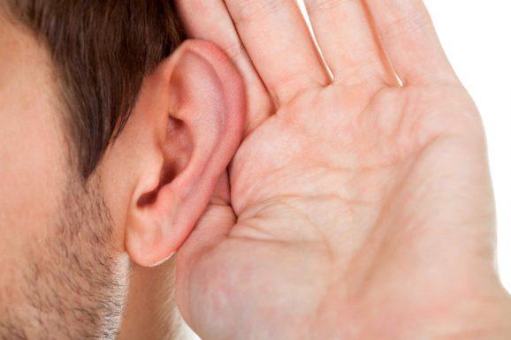 Bệnh viêm tai ngoài có thể gây suy giảm thính lực, ảnh hưởng đến xương ở vùng thái dương,...