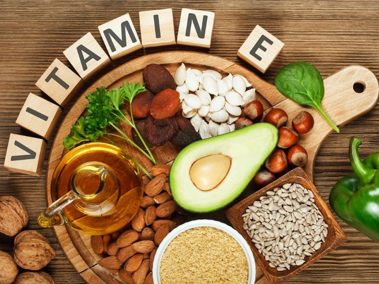 Bổ sung các chất dinh dưỡng, khoáng chất, vitamin A, E, C,... từ các loại thực phẩm cũng là một cách giúp cải thiện chứng yếu sinh lý.
