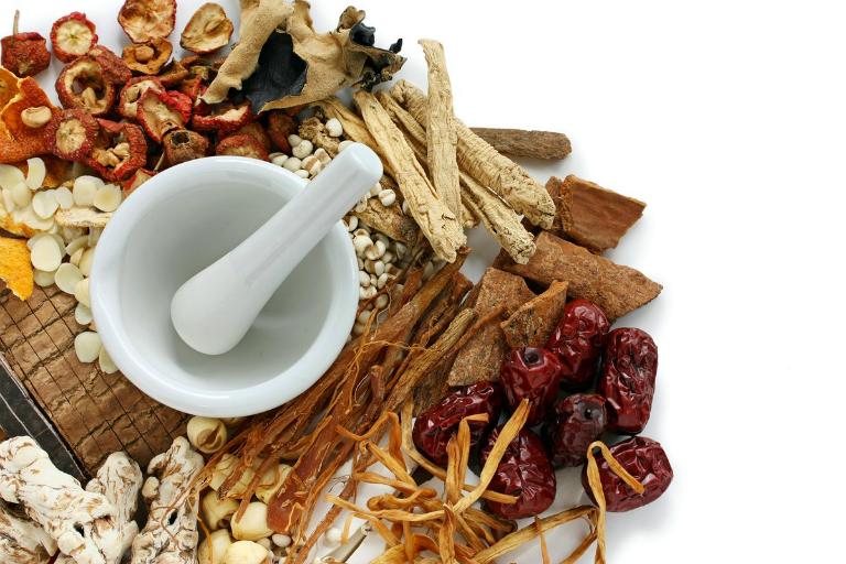 Thuốc đông y giúp cân bằng âm dương, bồi bổ khí huyết, giúp bệnh đau thượng vị ợ hơi được cải thiện.