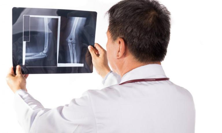 Tại phòng khám Nội xương khớp, bác sĩ Hải trực tiếp khám và điều trị các bệnh như bệnh gout, viêm khớp, thoái hóa khớp, đau vai gáy,...