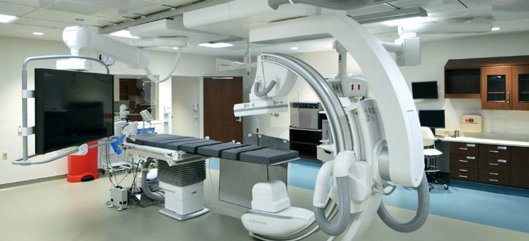 Phòng khám Đa khoa Bình Tân trang bị đầy đủ các máy móc, thiết bị y khoa hiện đại.