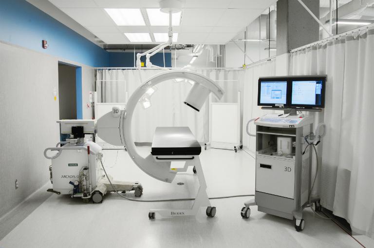Phòng khám Đa khoa Đức Minh (Gò Vấp) trang bị đầy đủ các dụng cụ, thiết bị y khoa cần thiết, phục vụ cho hoạt động khám và chữa bệnh.