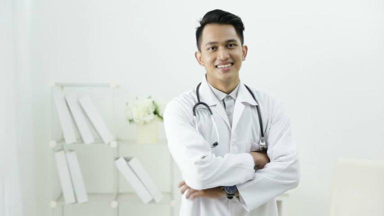 Đội ngũ bác sĩ, dược sĩ, chuyên viên y tế của phòng khám Đa khoa Phước Linh đều là những người có nền tảng chuyên môn, có bề dầy kinh nghiệm trong việc điều trị bệnh.