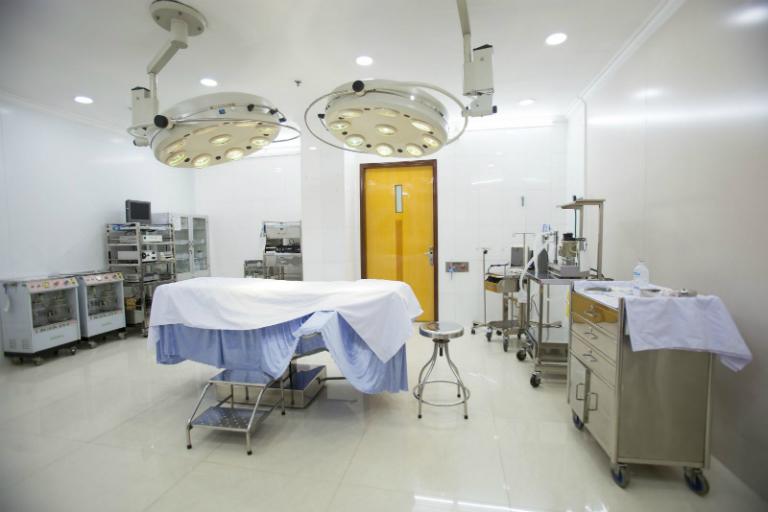 Phòng khám Da liễu của bác sĩ Đan Thanh có đầy đủ các thiết bị y khoa phục vụ cho việc điều trị bệnh da liễu.