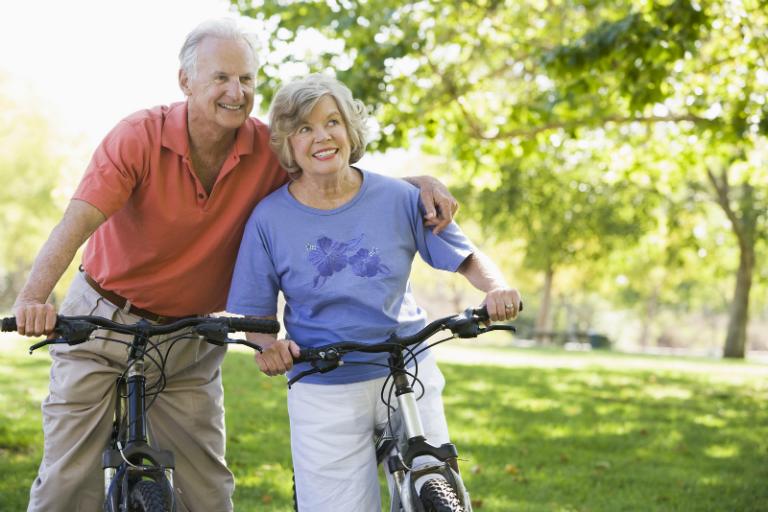Hãy tập thể dục đều đặn, ăn uống đầy đủ dinh dưỡng, lao động và nghỉ ngơi hợp lý, giữ tinh thần lạc quan,... để phòng tránh bệnh phong thấp.