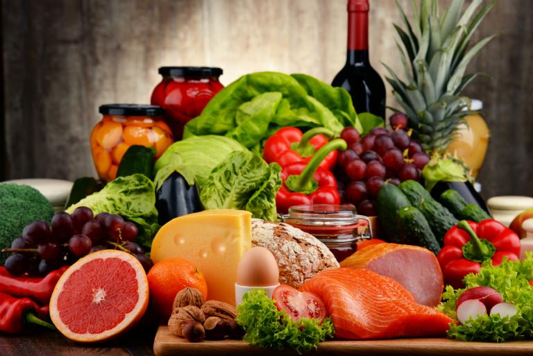 Thực phẩm, thức ăn hàng ngày hỗ trợ rất nhiều trong việc điều trị bệnh. Vậy đối với bệnh phong thấp, người bệnh nên ăn gì?