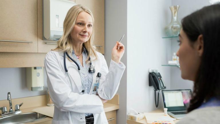 Trong quá trình sử dụng thuốc đặt âm đạo Nanfizy, nếu thấy có bất kỳ triệu chứng khác lạ nào, bạn hãy đến gặp bác sĩ để được khắc phục kịp thời.