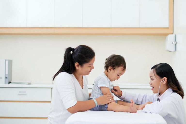 Bác sĩ Nguyễn Minh Ngọc có nhiều kinh nghiệm trong hoạt động khám và điều trị bệnh nội khoa ở trẻ nhỏ.