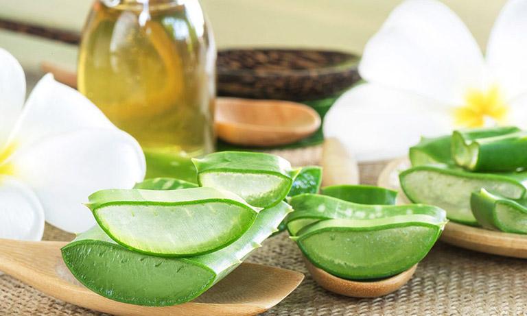 Ngoài công dụng thanh nhiệt, giải độc, nước nha đam còn giúp làm đẹp da và chữa nhiều bệnh khác