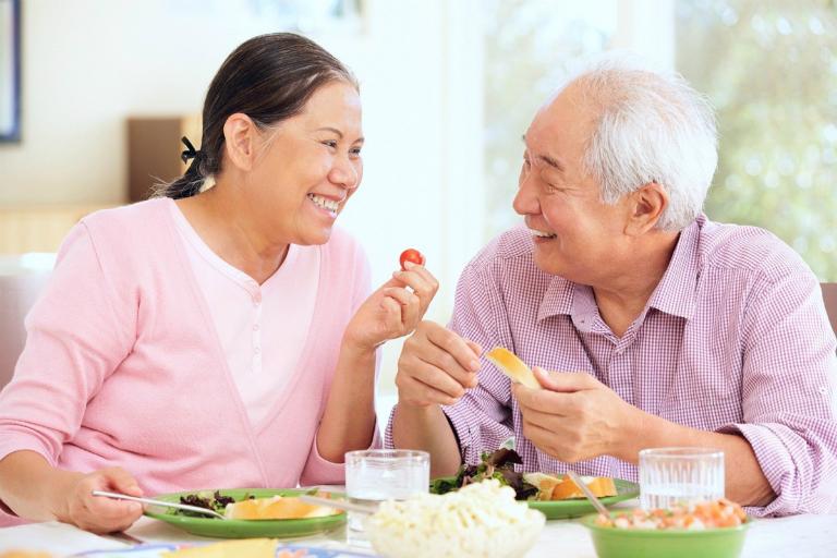 Rượu ô môi còn kích thích tiêu hóa tốt hơn, giúp bạn ăn ngon miệng hơn. Tuy nhiên, người dùng nên lưu ý đến một số tác dụng phụ của bài thuốc từ quả ô môi.