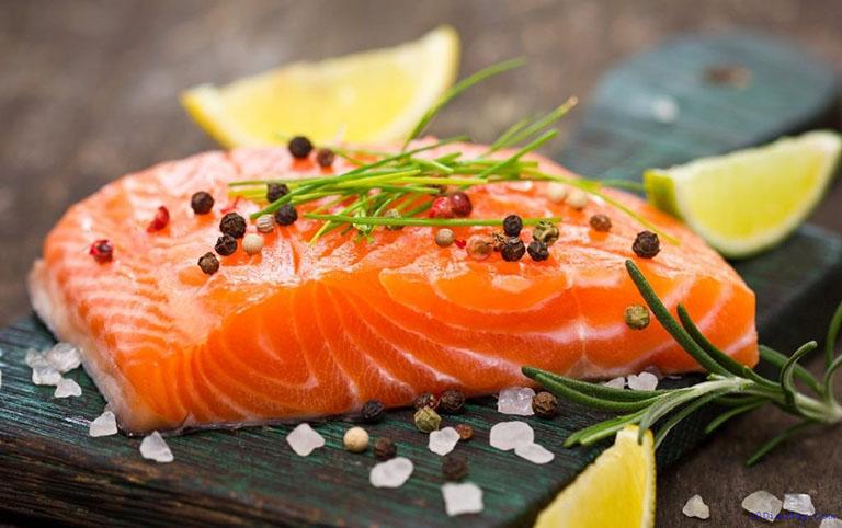 Nên ăn nhiều các thực phẩm giàu omega - 3 để giúp xương khỏe mạnh hơn
