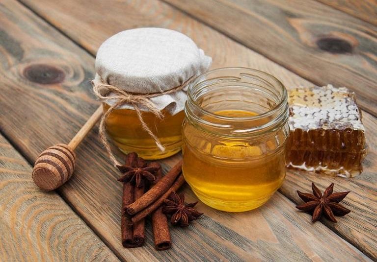 Chữa thoái hóa đốt sống cổ bằng bột quế và mật ong