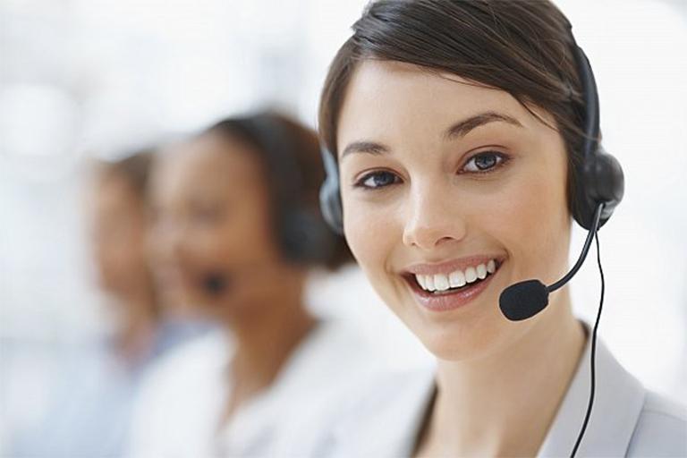 Đặt lịch hẹn khám qua hotline của phòng khám Bản Việt