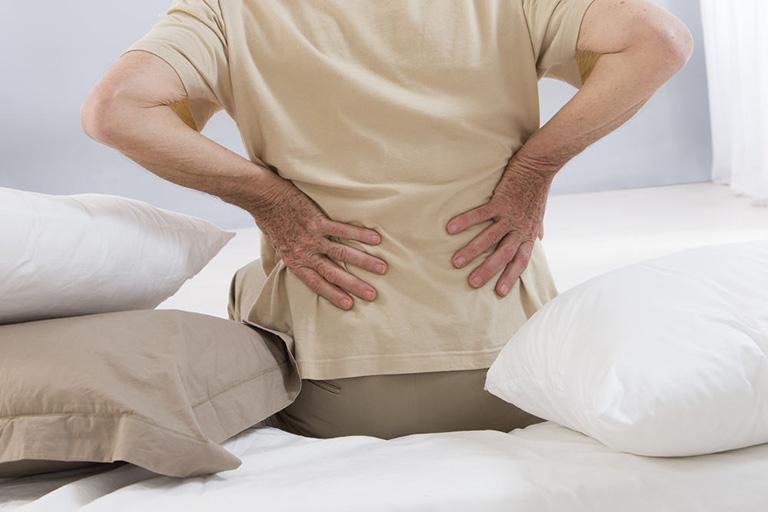 Đau lưng là triệu chứng thường gặp khi bị phình lồi đĩa đệm