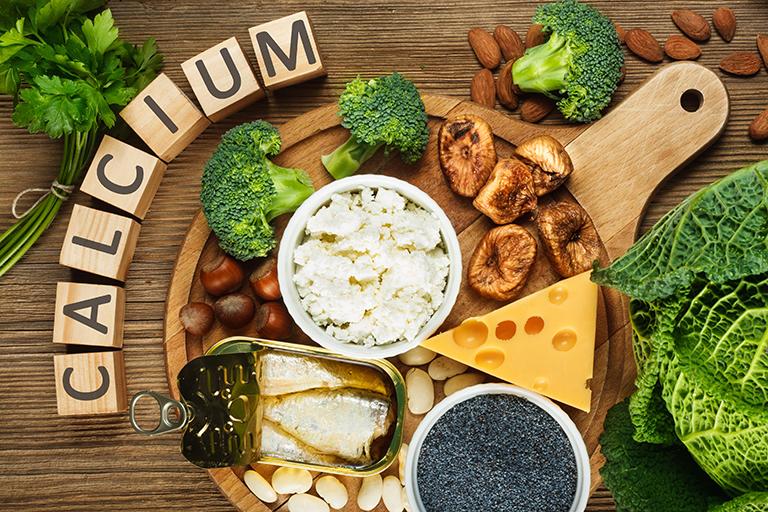 Sau mổ thoát vị đĩa đệm người bệnh cần sử dụng các loại thực phẩm chứa nhiều canxi