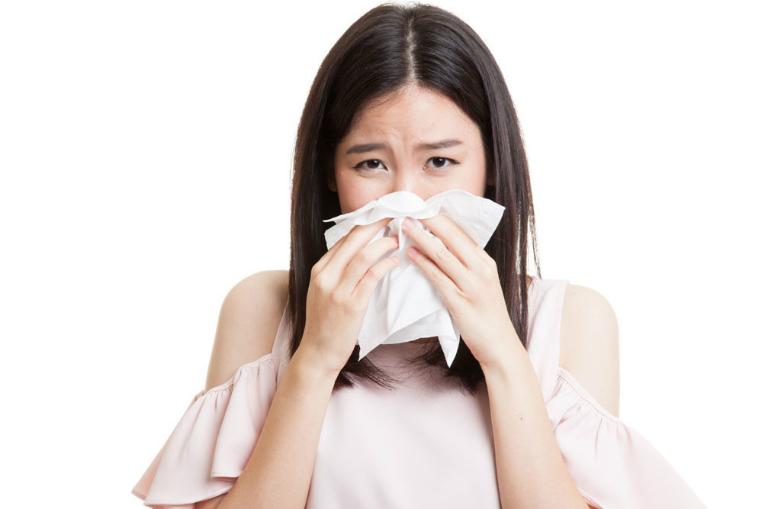 Rau ngổ có thể giúp bạn loại bỏ cơn ho, sổ mũi, cảm sốt. Đặc biệt, rau ngổ còn là vị thuốc điều trị cơn ho dai dẳng lâu ngày, ho mãn tính.