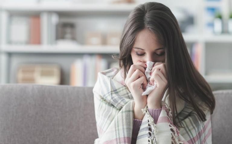 Khi thời tiết đang nóng mà bạn vẫn cảm thấy lạnh, rất có thể sức khỏe của bạn đang gặp vấn đề.