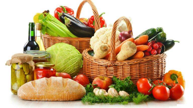 Hãy bổ sung đầy đủ chất dinh dưỡng cần thiết cho cơ thể để cải thiện tình trạng gầy yếu, xanh xao và ớn lạnh.