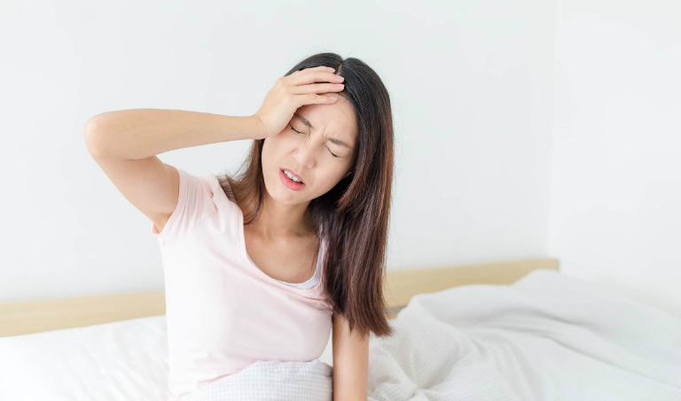 Thuốc Cebastin có thể sẽ gây ra một số tác dụng phụ như đau đầu, mệt mỏi, buồn nôn,...