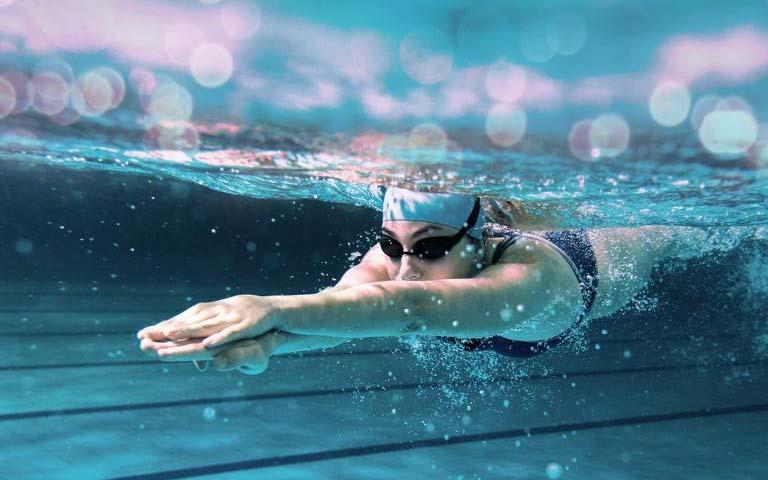 Người Bị Viêm Mũi Dị Ứng Có Nên Đi Bơi Không?