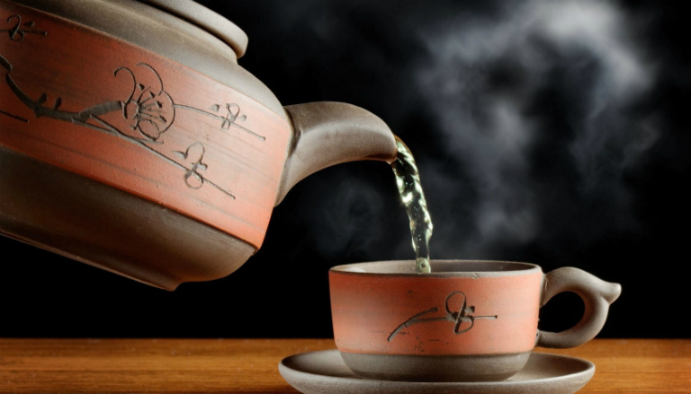Cây mật gấu có thể dùng để nấu canh, hãm lấy nước uống như nước trà, ngâm rượu, chế biến thành các bài thuốc trị bệnh,...