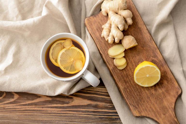 Dùng trà gừng mật ong vừa có tác dụng hỗ trợ điều trị viêm xoang vừa giúp cải thiện hệ miễn dịch, ổn định đường ruột