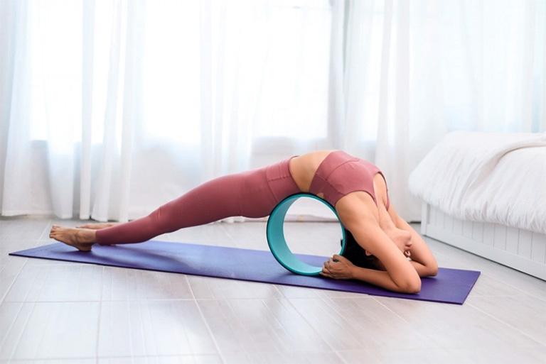 Người bị viêm xoang tập yoga sẽ giúp các chất nhầy có trong xoang được dẫn lưu tốt hơn, nhờ vậy làm giảm áp lực quá lớn cho các xoang