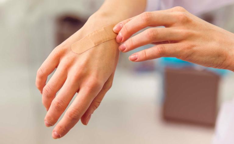 Huyết kiệt được sử dụng trong những bài thuốc chữa mụn nhọt, lành vết thương,...