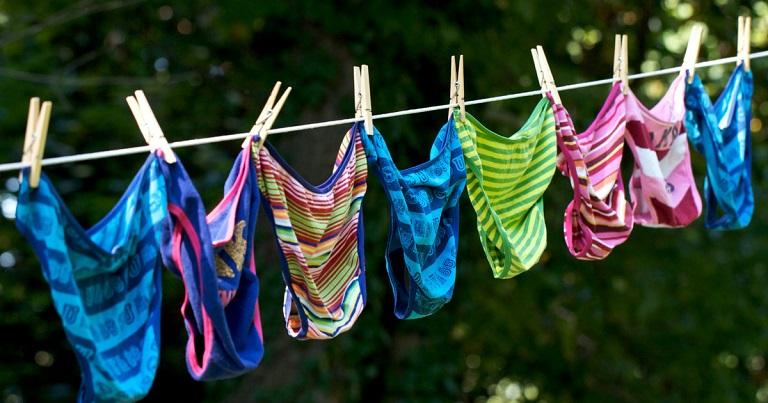 Lựa chọn những loại đồ lót thoải mái, hút ẩm tốt là điều đầu tiên cần làm để phòng chống bệnh chàm sinh dục nữ