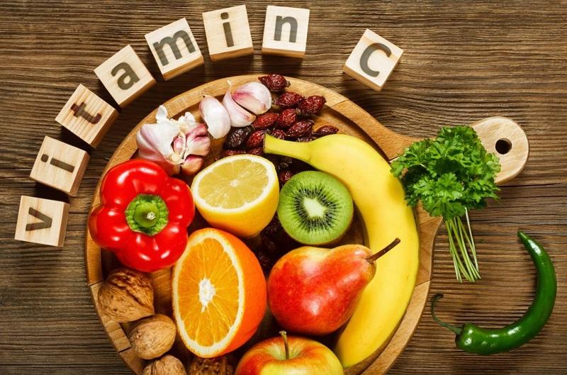 Các thực phẩm giàu vitamin điển hình nên bổ sung bao gồm: cam, chanh, bưởi, kiwi, lê, mận...