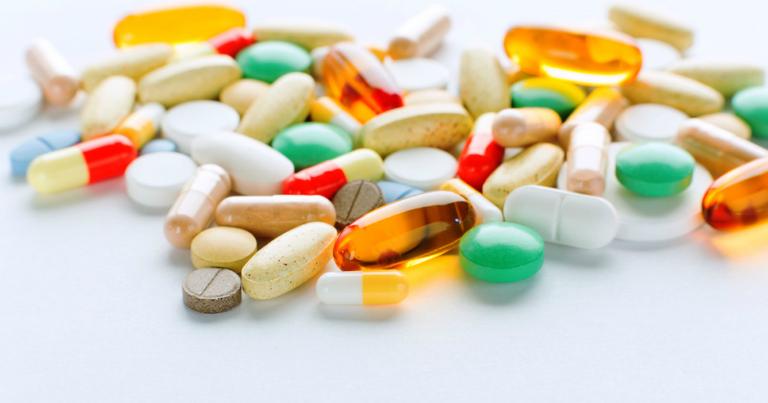 Thuốc Albendazol có xảy ra tương tác với thuốc Praziquantel.