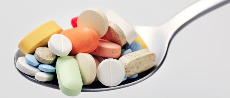 Thuốc Mebendazol tương tác với một số loại thuốc khác, gây ảnh hưởng đến sức khỏe nếu dùng đồng thời.