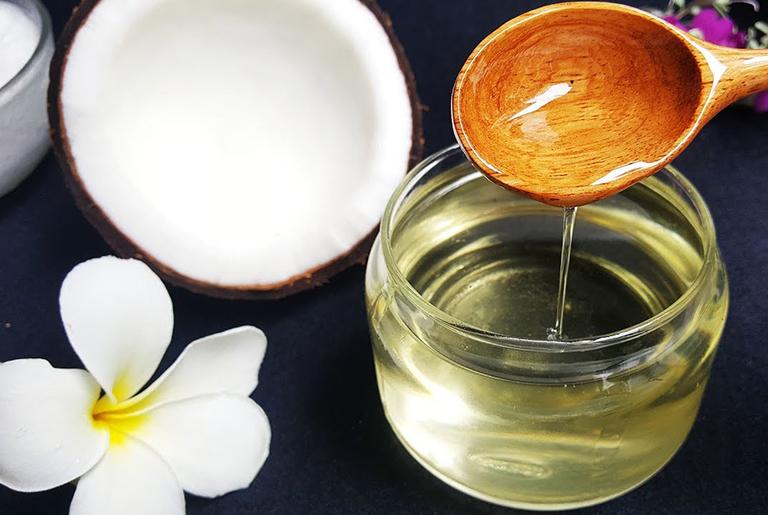 Công dụng trị chàm khô của dầu dừa