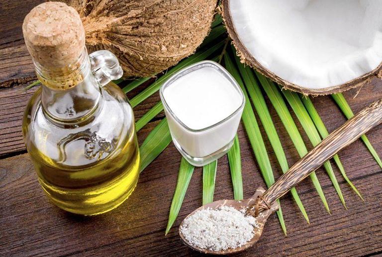 Bài thuốc từ mặt nạ dầu dừa trị chàm khô
