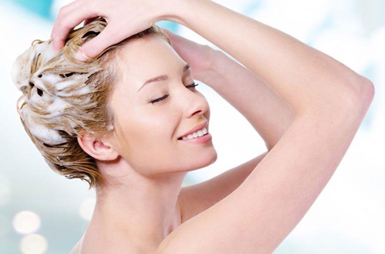 điều trị rụng tóc do viêm da tiết bã